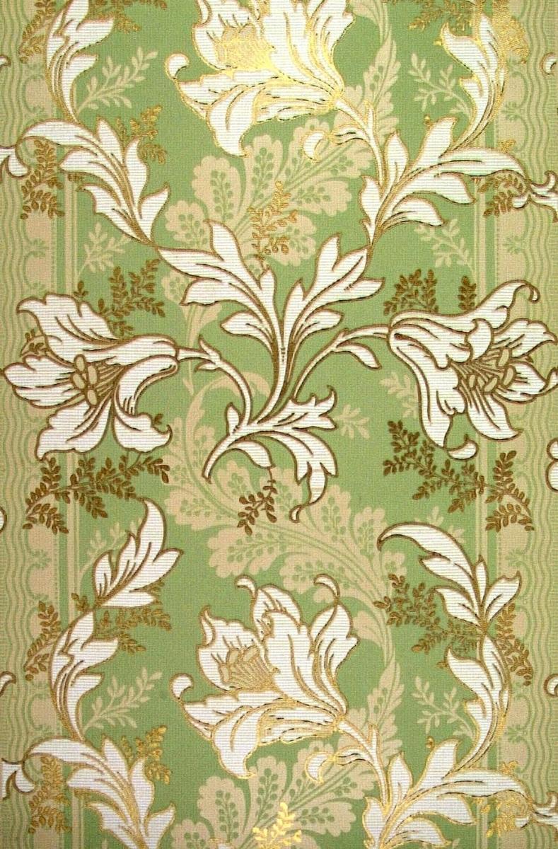 Storfiguriga jugendblommor över randmönster. Tryck i vitt, guld och grågrönt på ofärgat papper.
