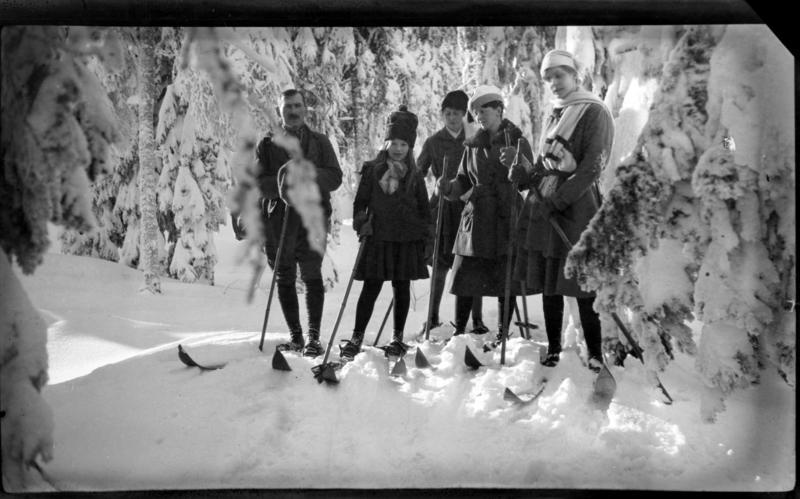 Familie på ski
