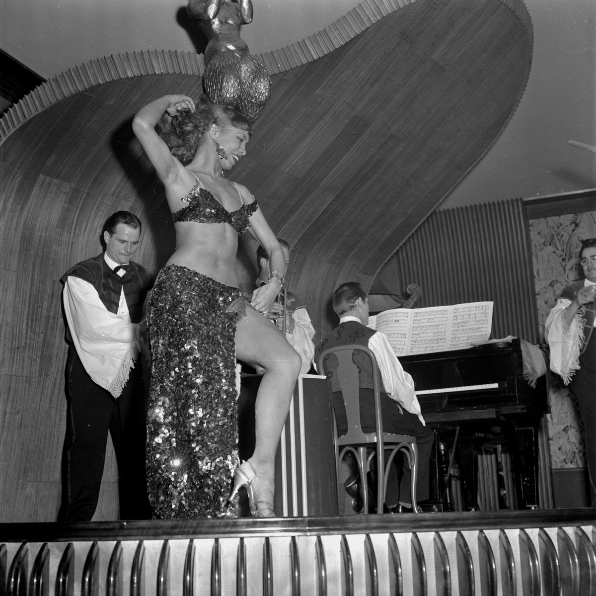 La Bommie dansösen på Frimis. April 1956.