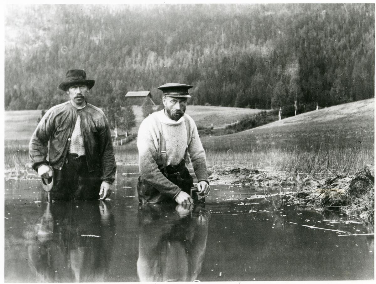 Anton Christiansen og O. A. Harviken.