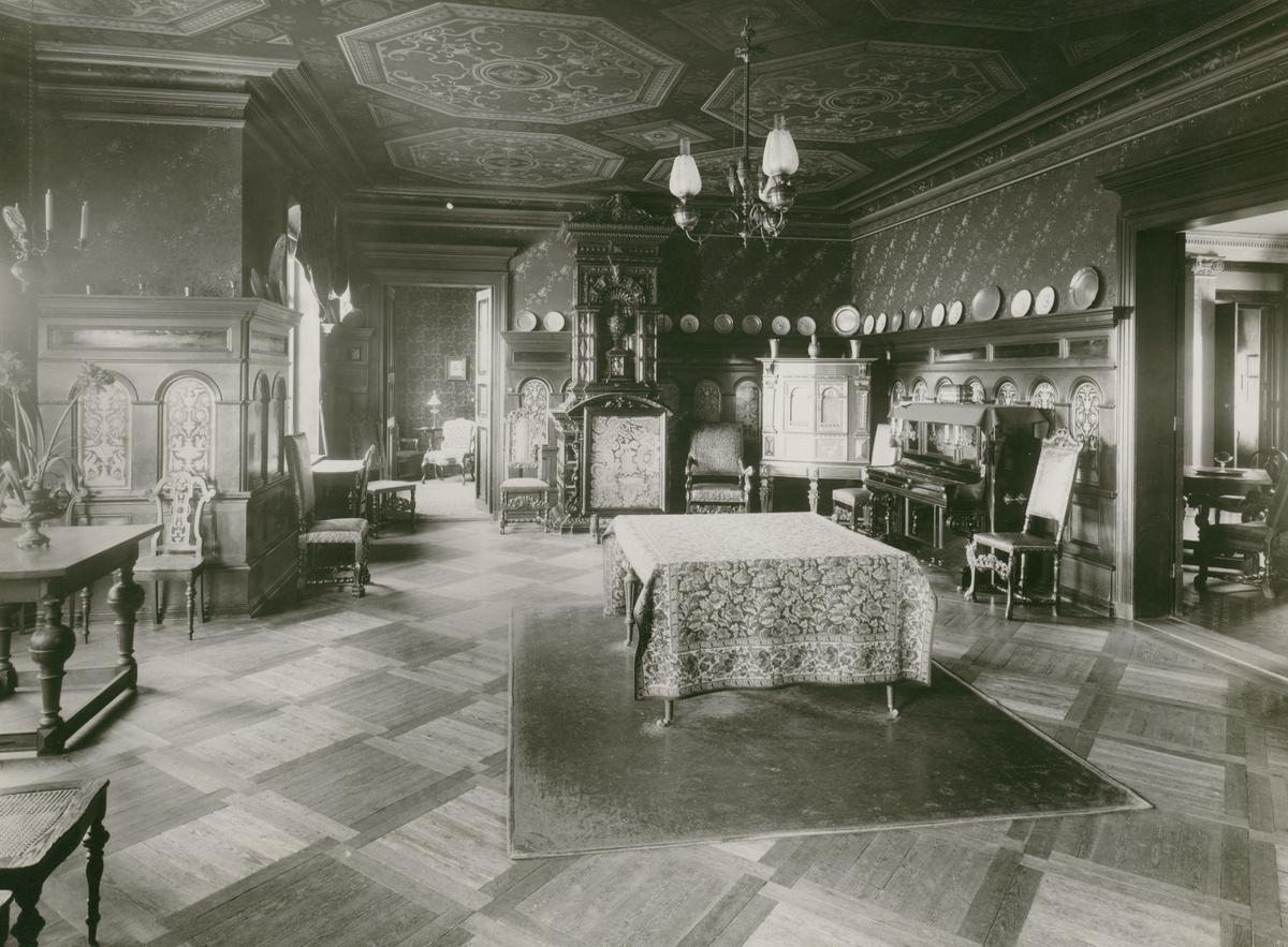 Häradshövding Samuel Arfwidssons  hem. Den som lät bygga villa 1883 var handlaren och vice konsuln John Oskar Roosval.