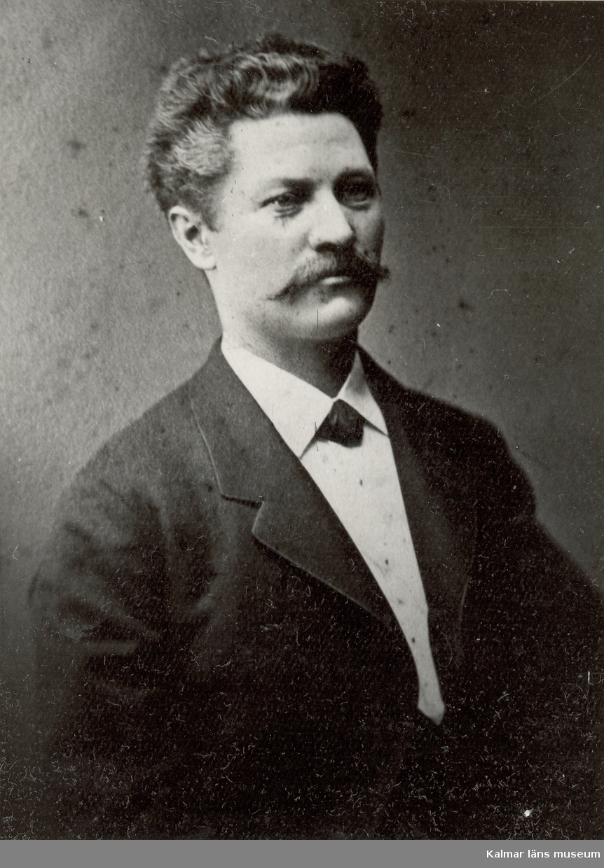 Westelius, Otto Magnus  1841-1899 Sjökapten  Reproduktion efter foto av fotograf Gösta Florman, Stockholm.  Originalfotot tillhör Nils Löfgren, Edsviken, Sollentuna.