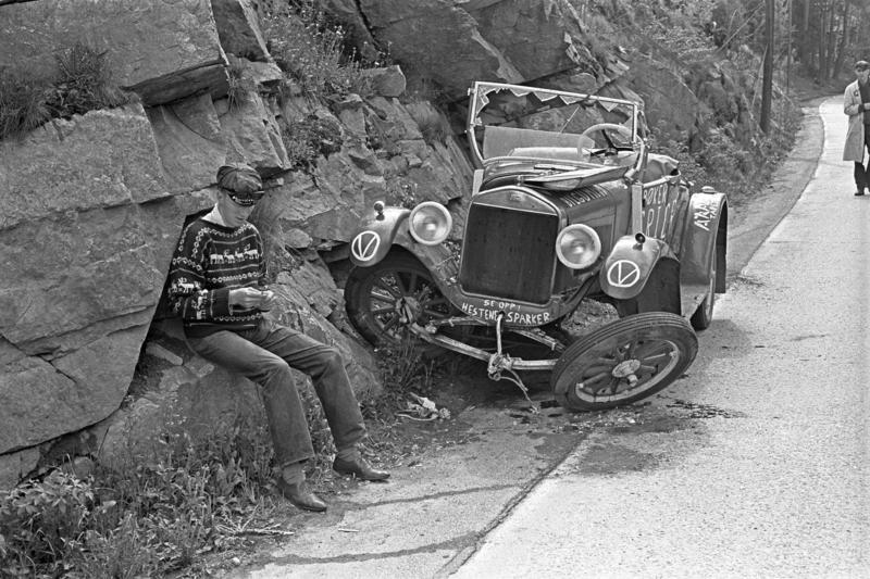 Ford modell T 1926-27. Russebil som har havnet i en grøft etter kollisjon i mai 1963. (Foto/Photo)