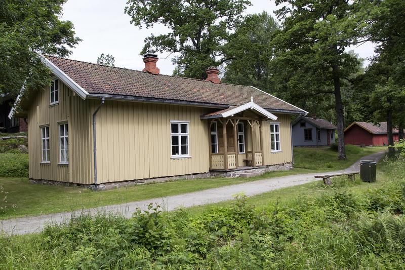 Holstad skole. Gjenoppført på Follo museum i 1978. (Foto/Photo)