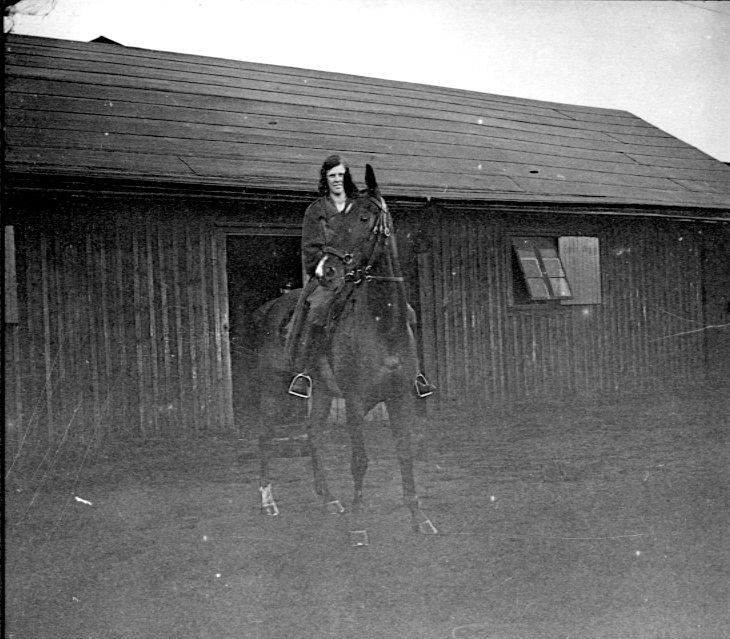 Regementets dotter till häst. Tånga Hed.