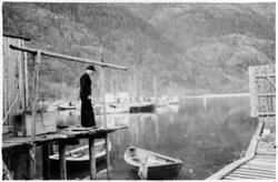 Einar Andersen i fjæra, Skjervgata 7A 1945.