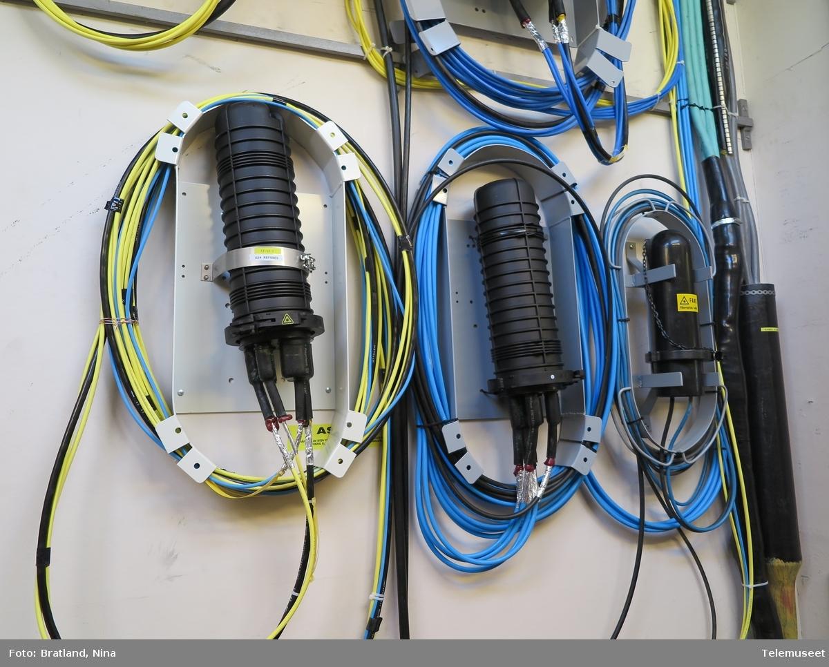 Jeløy sentral interiør kabler