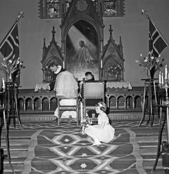 Bryllup. I kirken, gavebordet og festen etterpå - bestiller