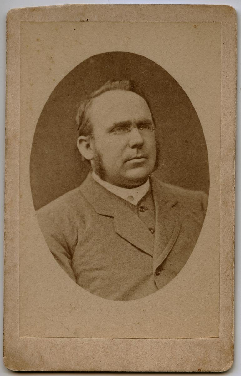 Portrett av Pastor Lars Oftedal.