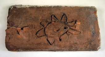 Reverteringstegel börjar användas redan på 1700-talet. Ex. Skogaholms herrgård. De finns under hela 1800-talet och blir vanliga under detta sekels slut och i början av 1900-talet. Se bilaga
