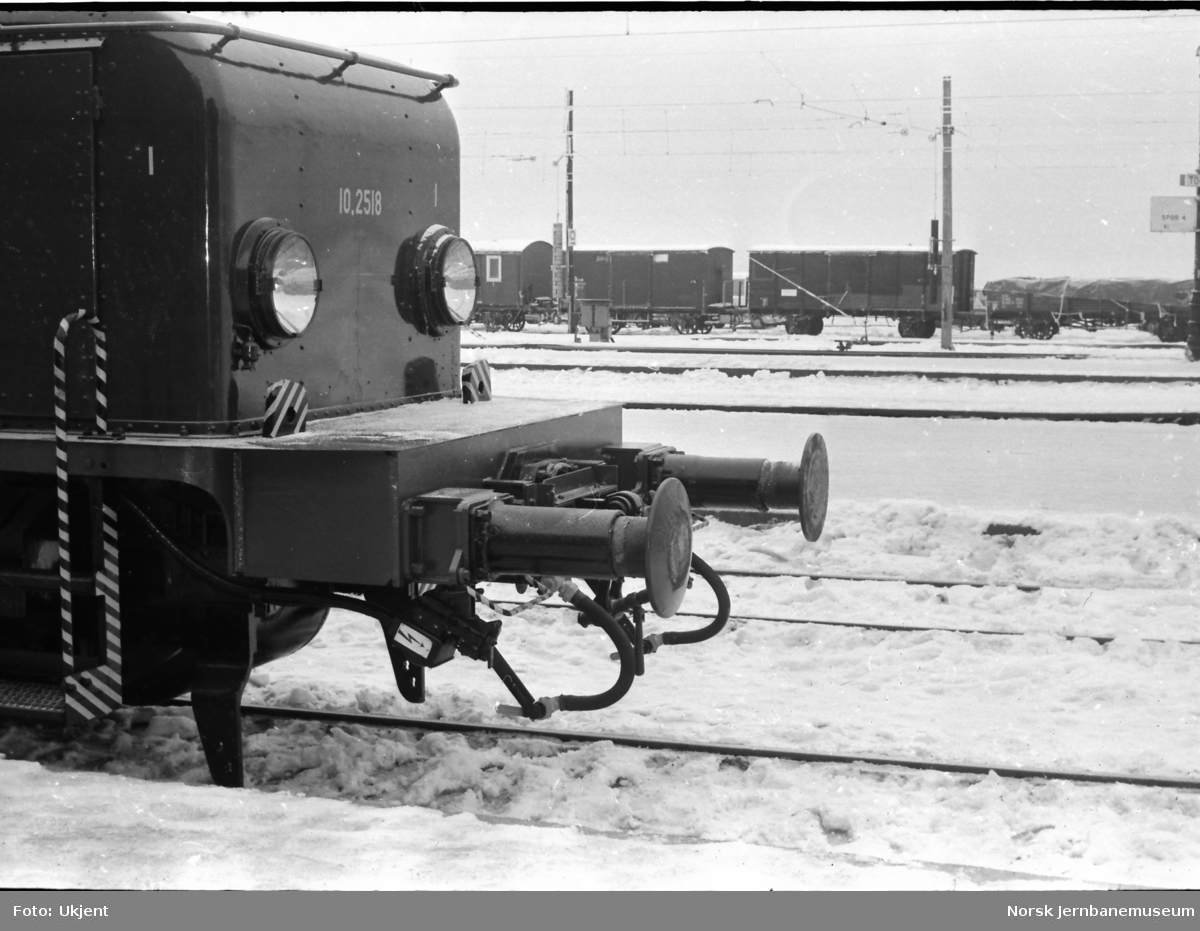 Elektrisk lokomotiv El 10 2518, ny bufferbjelke for sentralkobbel