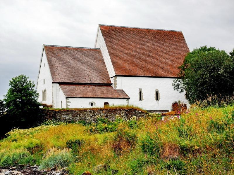 Trondenes kirke nord for Harstad er fremdeles i bruk. (Foto/Photo)