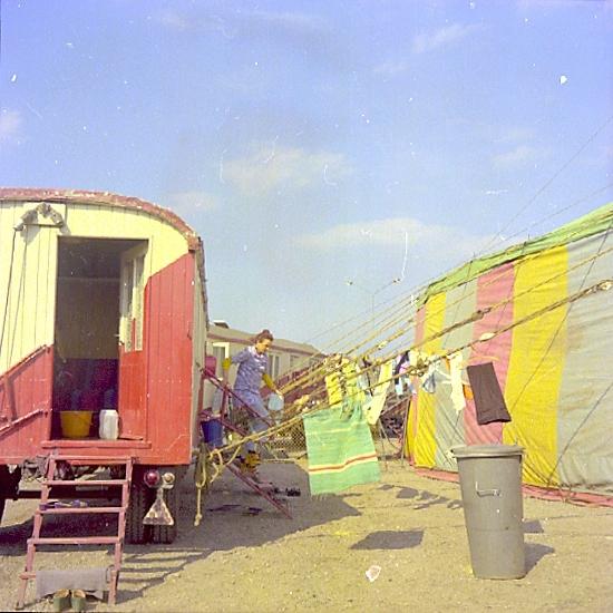 Bildtext: Skara. Polsk cirkus i maj 1975.