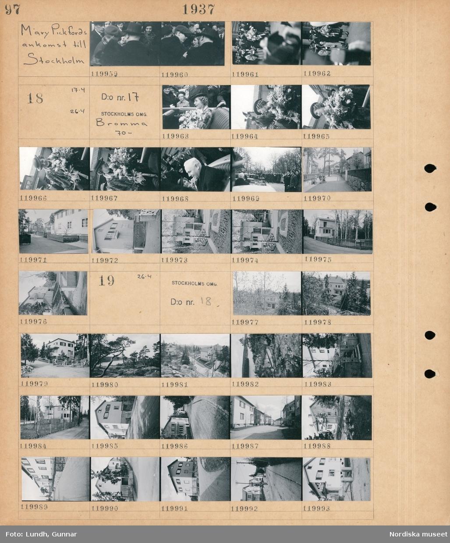 Motiv: Mary Pickfords ankomst till Stockholm; En folksamling,   Motiv: Mary Pickfords ankomst till Stockholm, Bromma 70- ; En kvinna som håller en blombukett sitter i en öppen bil, en folksamling står på gatan, gatuvy med lekande barn och hus, exteriör av hus.  Motiv: Bromma; Exteriör av hus, landskapsvy med skog och vatten, gatuvy med hus.