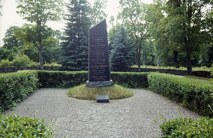 Familjegrav för familjen Bergendahl, ägare till Ryholm.