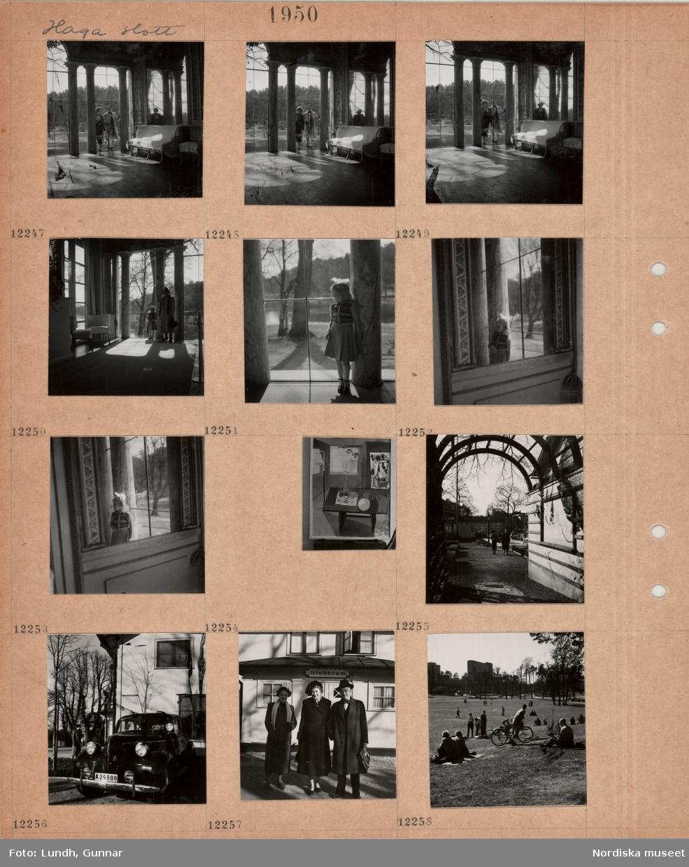 """Motiv: Haga slott, rumsinteriör med höga fönster, kolonner, spegel, möbler med tygöverdrag, en kvinna och en man tittar in genom fönstret, en kvinna och en liten flicka står i rummet, liten flicka står vid en kolonn, spegelbild av flicka, inramad målning med rumsinteriör, uteservering mellan hus, pergola, parkerad bil framför hus, två kvinnor och en man står framför byggnad med skylt """"Klubbrum"""" ovanför ytterdörren, personer på en stor grönyta i parkområde, flervåningshus i bakgrunden."""