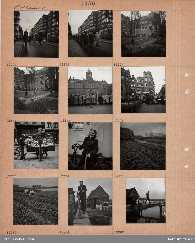 """Motiv: Holland, """"en frihetshjältes begravning"""", begravningsfölje på gata, två ridande män, spårvagn, man i hög hatt med ceremoniell kedja runt halsen, monument i liten park med många nedlagda kransar, hedersvakt, folkmassa bakom rep på torg framför stor byggnad, högtalare, blomsterförsäljare med cykelkärra på gata, ung kvinna med cykel, tulpanodling vid kanal, blomsterförsäljning vid små skjul vid kanal, man med cykel på spång över kanal, en man går på spång över kanal."""