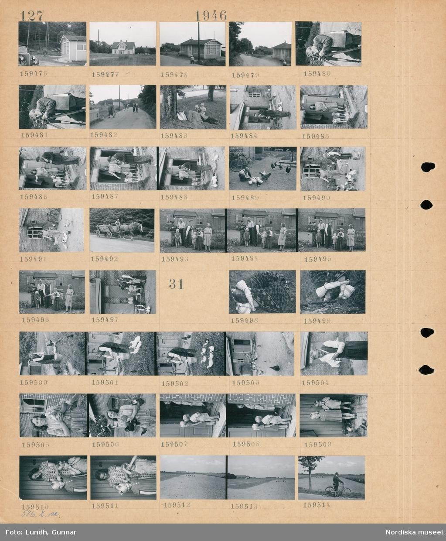 Motiv: (ingen anteckning) ; En bil och ett hus, exteriör av ett hus, en man med  ett avvägningsinstrument, en person ligger på marken under en rock och två barn står bredvid, en man vid en byggnad, en kvinna med två hundar står i en dörröppning, en kvinna matar höns, en man kör en hästdragen vagn på en väg, porträtt av en kvinna - en man - pojkar och en flicka.  Motiv: (ingen anteckning) ; En man och en kvinna ligger på marken under en filt, en man tvättar händerna i en hink, en man torkar ansiktet med en handduk, en kvinna håller en höna, en kvinna och två barn i en dörröppning, landskapsvy med männikor som arbetar på en åker, en man med cykel.