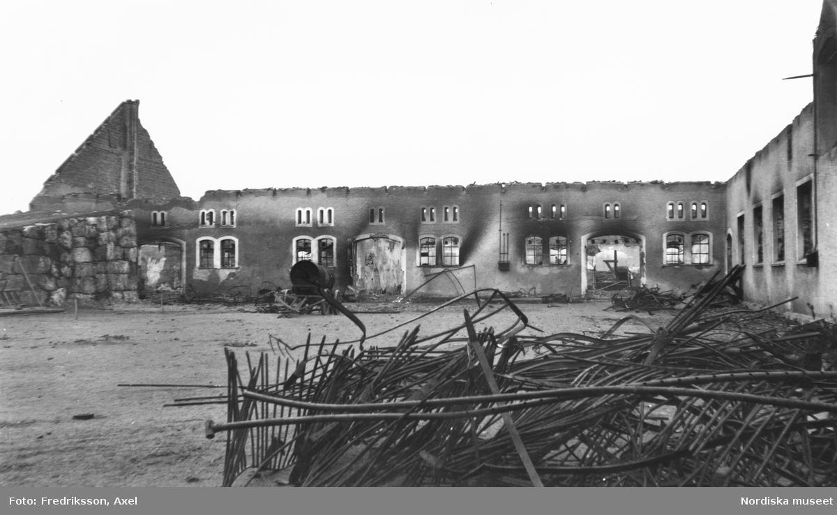 """""""Södermanland. Julita sn. Fogelstad.Axel Fredrikssons fotosamling. Branden den 1.2. 1932, den 2.2. 1932."""""""