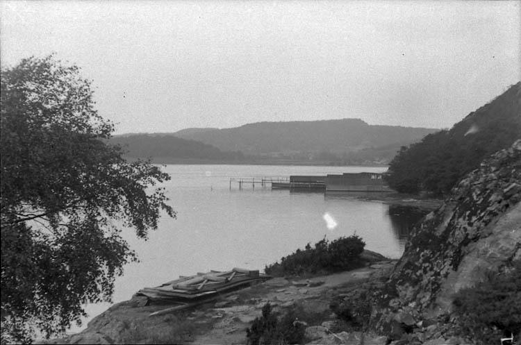 """Enligt Bengt Lundins noteringar: """"Lyckorna. Kallbadhus. Vykort i 603""""."""