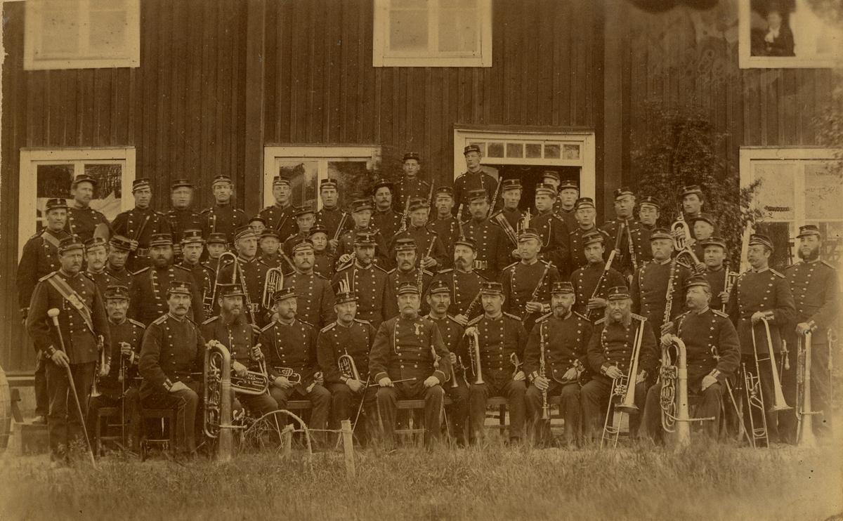 Grupporträtt av Hälsinge regementets musikkår.  För namn, se bild nr. 3.