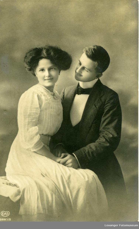 Romantisk postkort, mann og kionne.