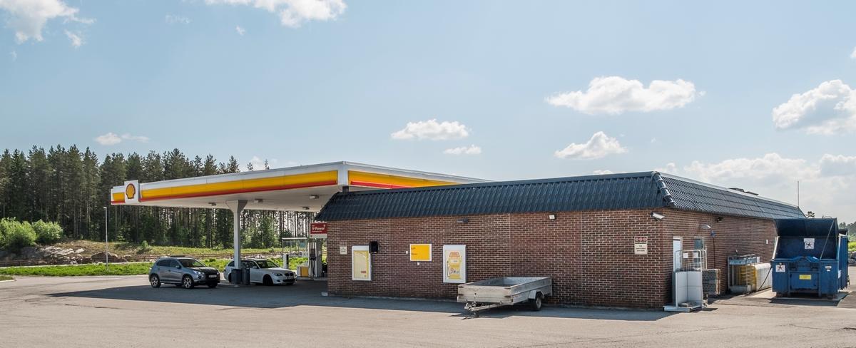 Shell bensinstasjon Østre Hurdalsveg Eidsvoll verk Eidsvoll. Ligger på sydgående side av E6.