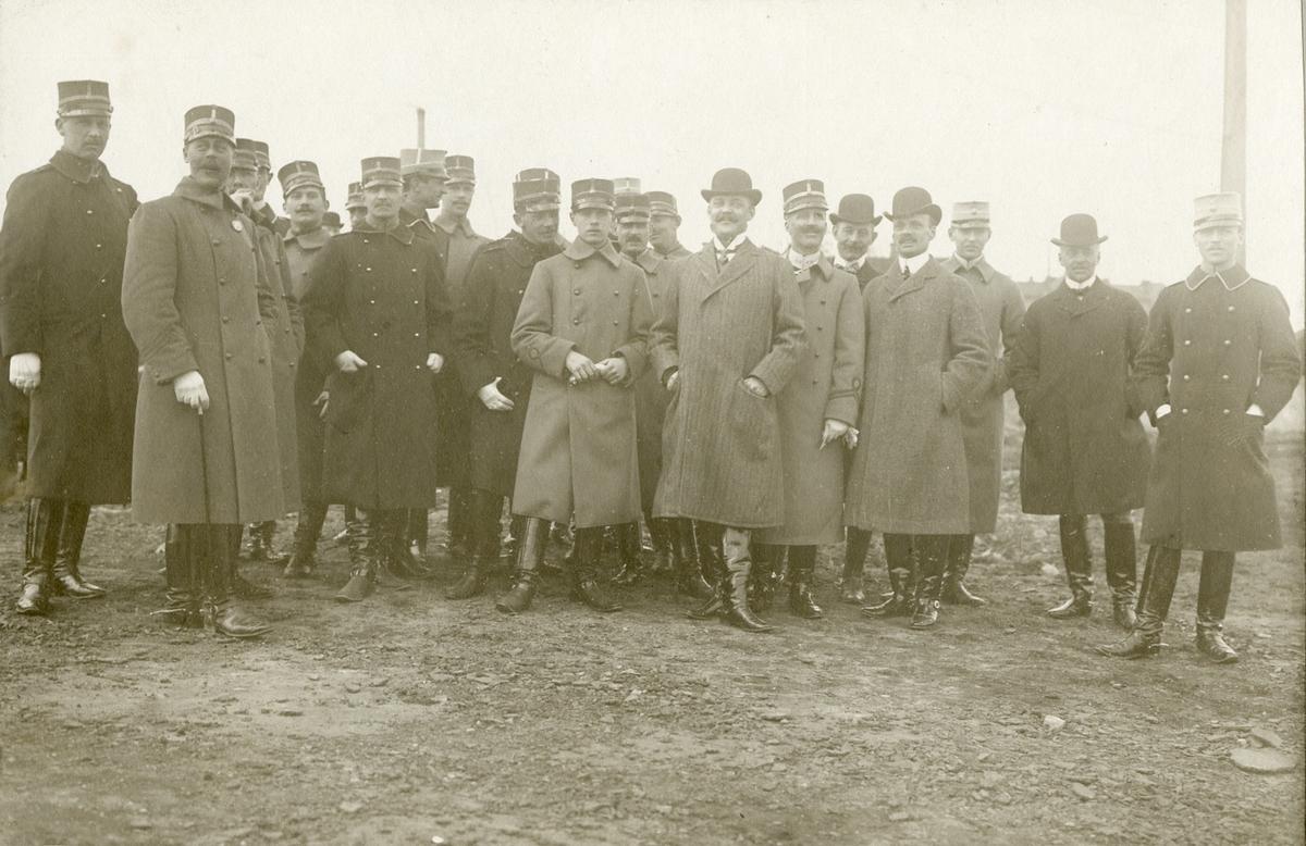 Grupporträtt av officerare, möjligen vid Älvsborgs regemente I 15 eller Bohusläns regemente I 17, 1915.