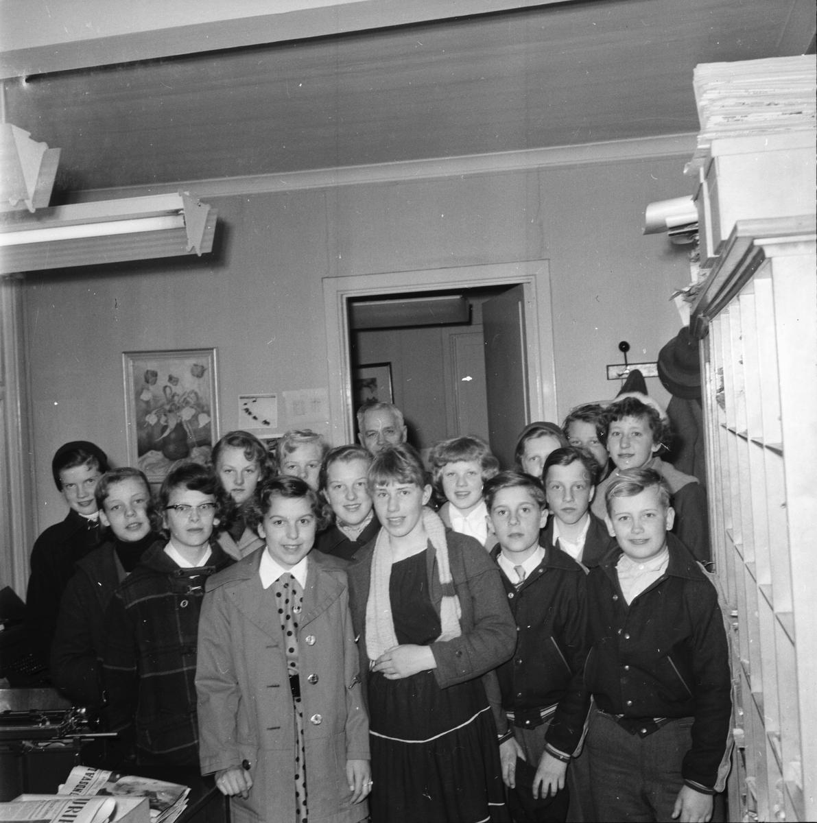 Voxnabarn besöker Ljusnan. April 1956