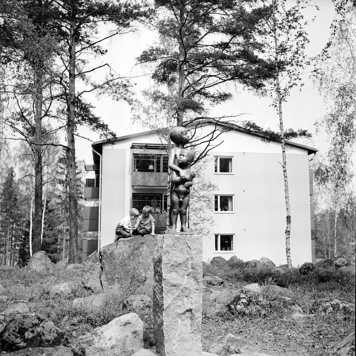 Per Nilsson-Öst. Skulptur vid blomsterkransen. 31/5-1967