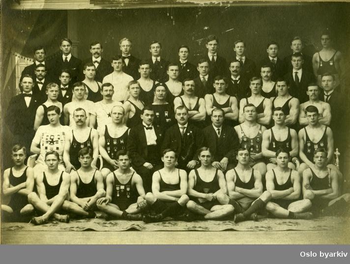 Gruppebilde fra Sportsklubben 1909 (Fagforeningens Turn og Idrettsforening) tatt i 1914.