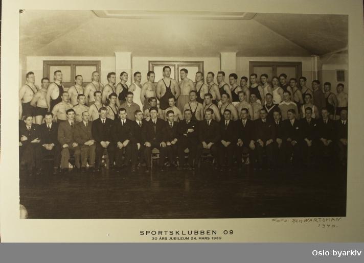 Gruppebilde fra Sportsklubben 1909 sitt 30 års jubileum den 24. mars 1939.