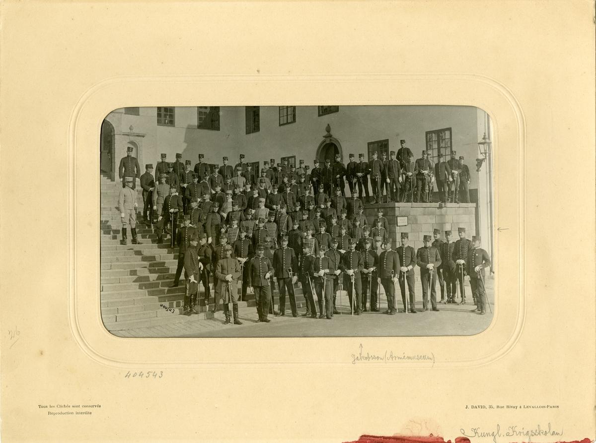Kadetter vid Krigsskolan Karlberg 1904, bland dem Theodor Jakobsson styresman för Armémusem 1932-1949.