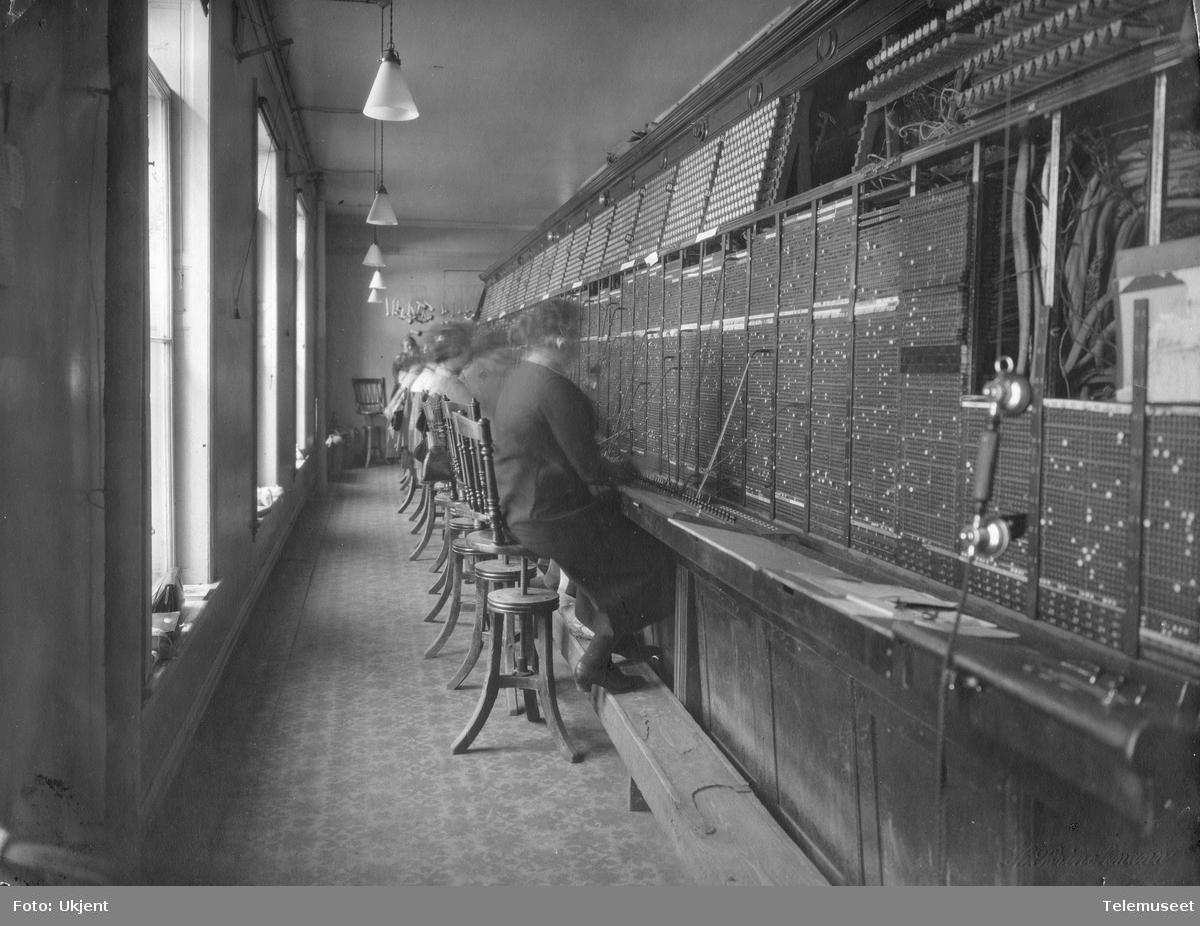Riks- og oversetningsbord, sentral B i Nedre Nedre Slottsgate 12