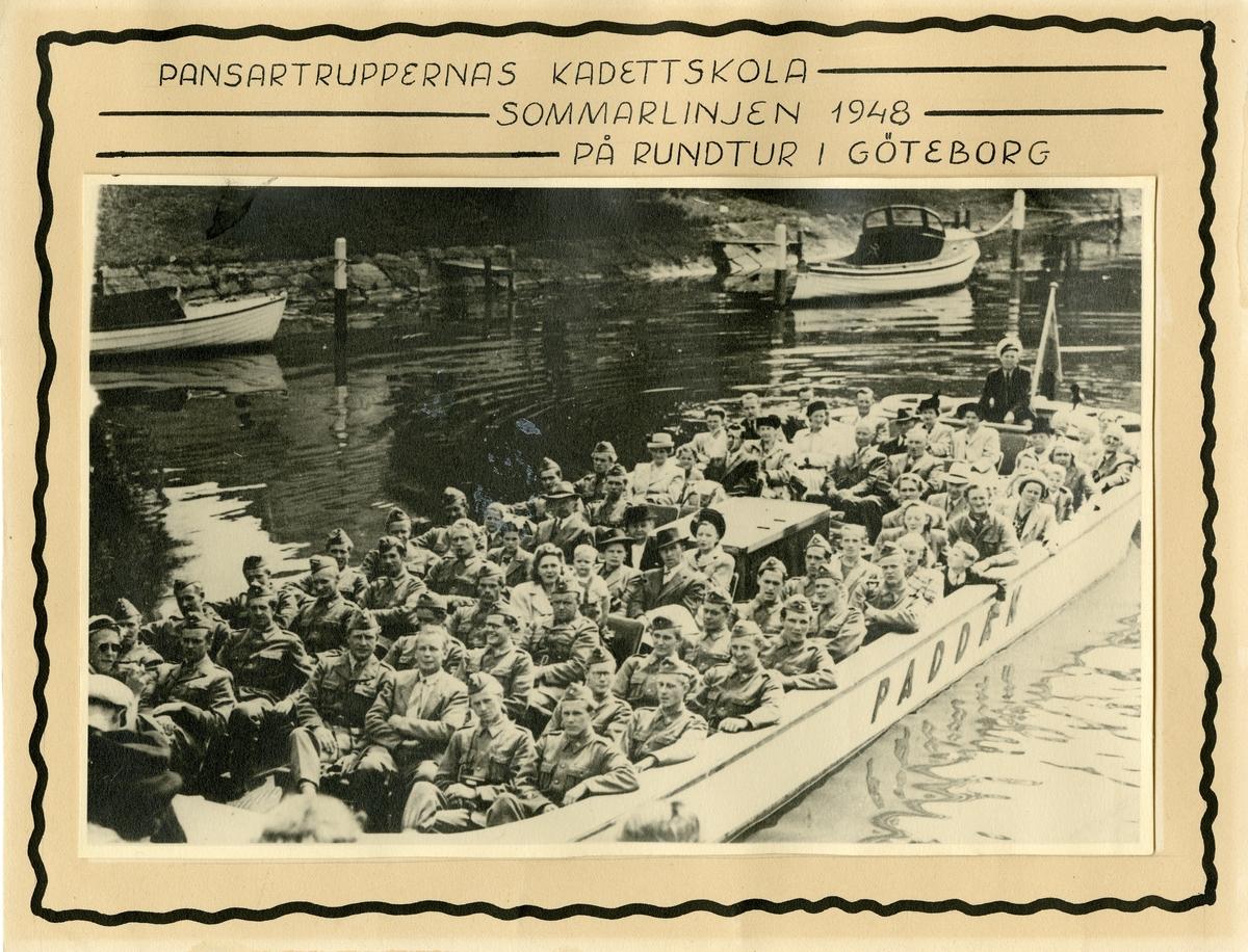 Pansartruppernas kadettskola på rundtur i Göteborg, sommar 1948.