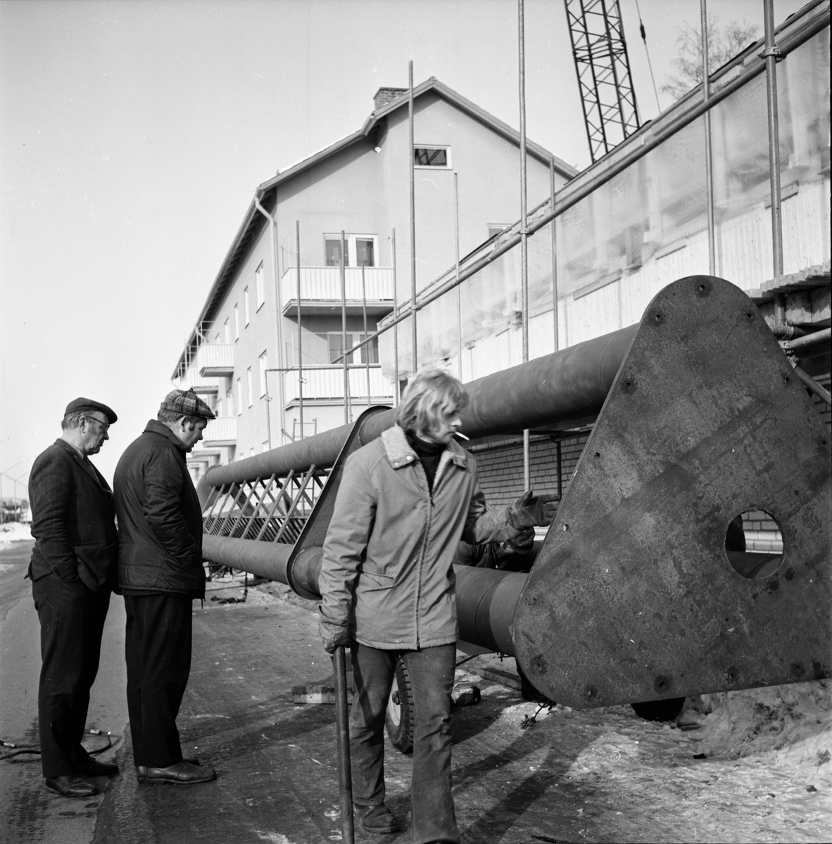 Hallbygge i Arbrå, Skorstenen på nya Hälsinge Livs reses, Mars 1972