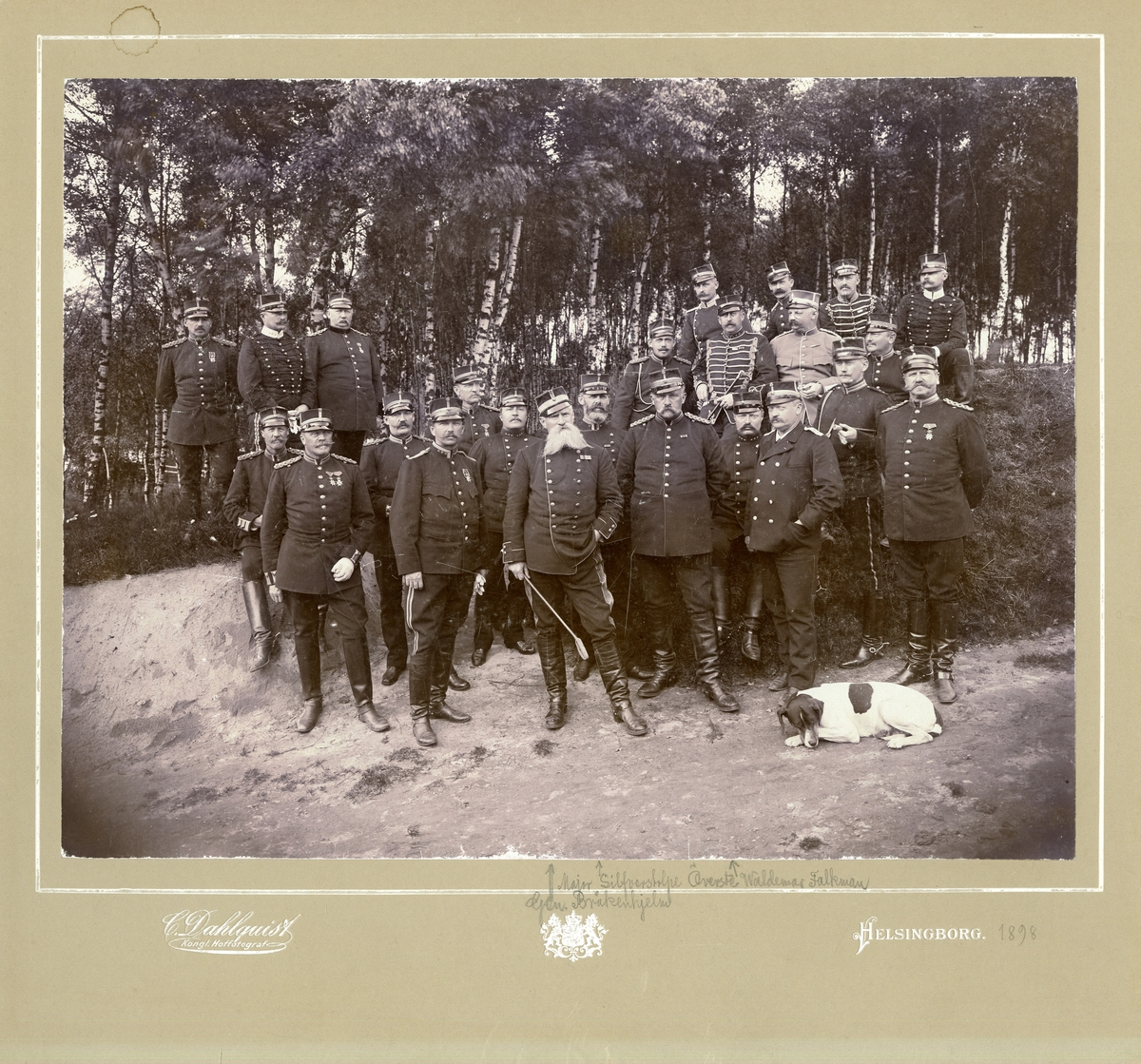 Grupporträtt av officerare vid Norra skånska regementet P 6, Helsingborg 1898.