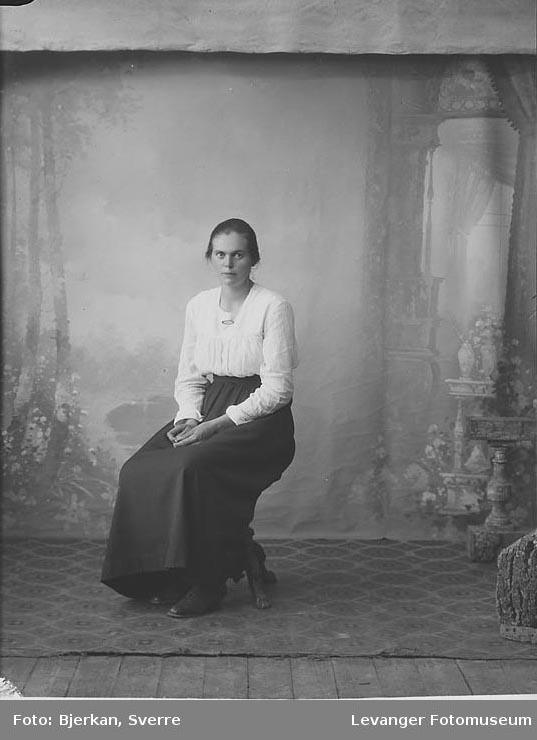 Portrett av Helga Fanum.