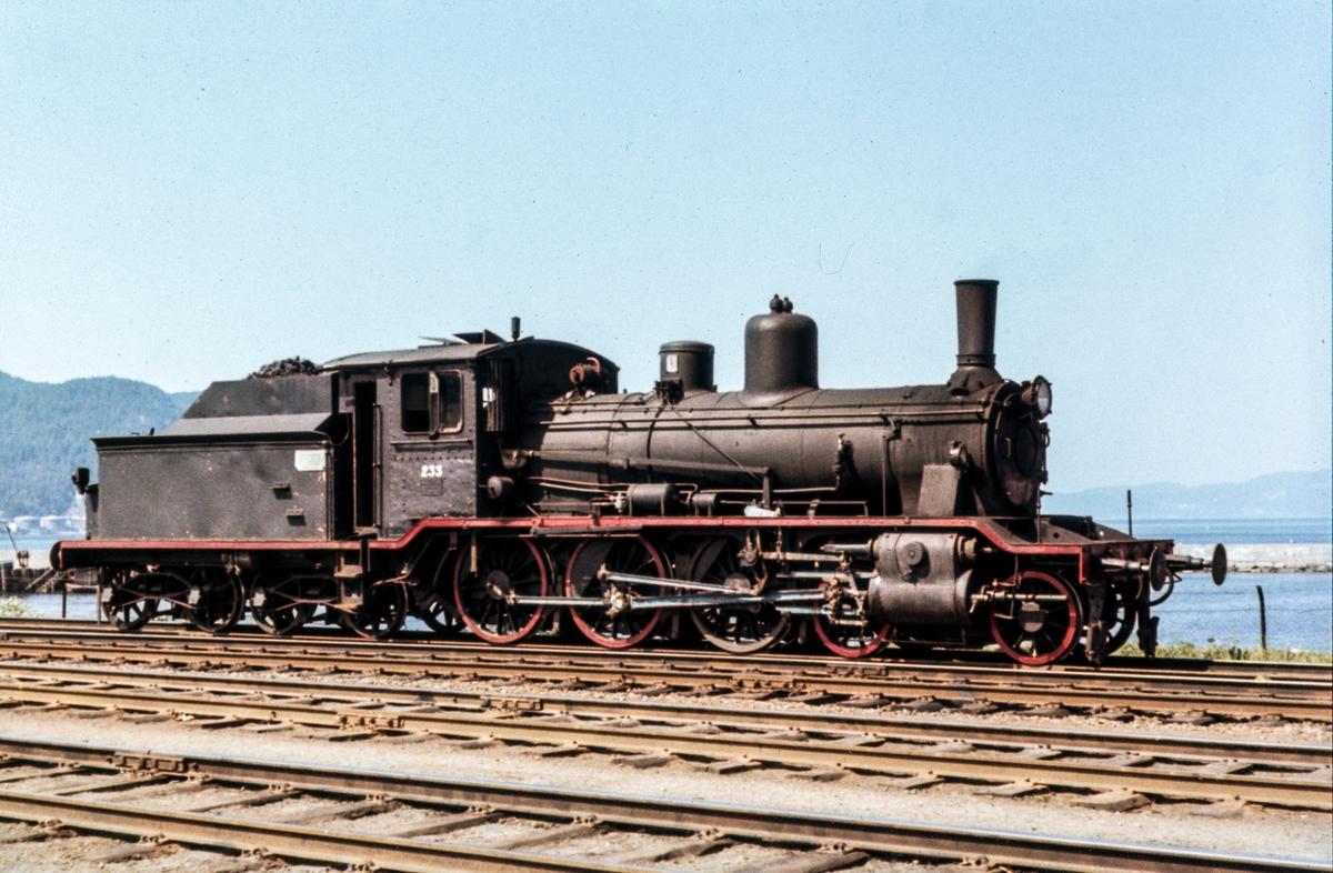 Damplokomotiv type 18c nr. 233 på driftsbanegården på Trondheim stasjon.