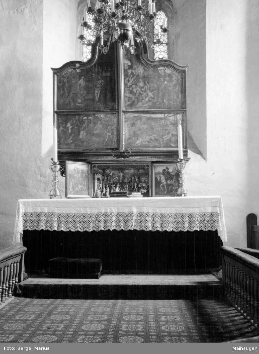 Alterskap i Ringsaker kirke.