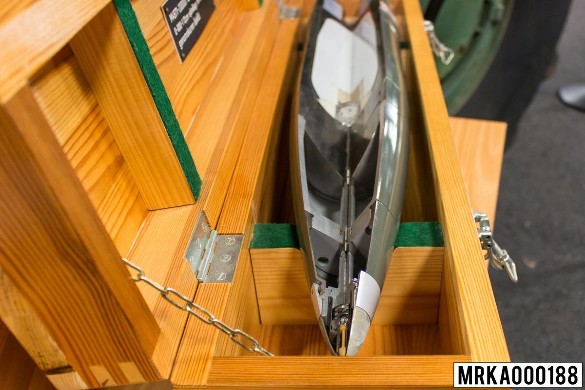 12 cm sjömålsgr. m/701 fksar m/76 genomskuren åskad.