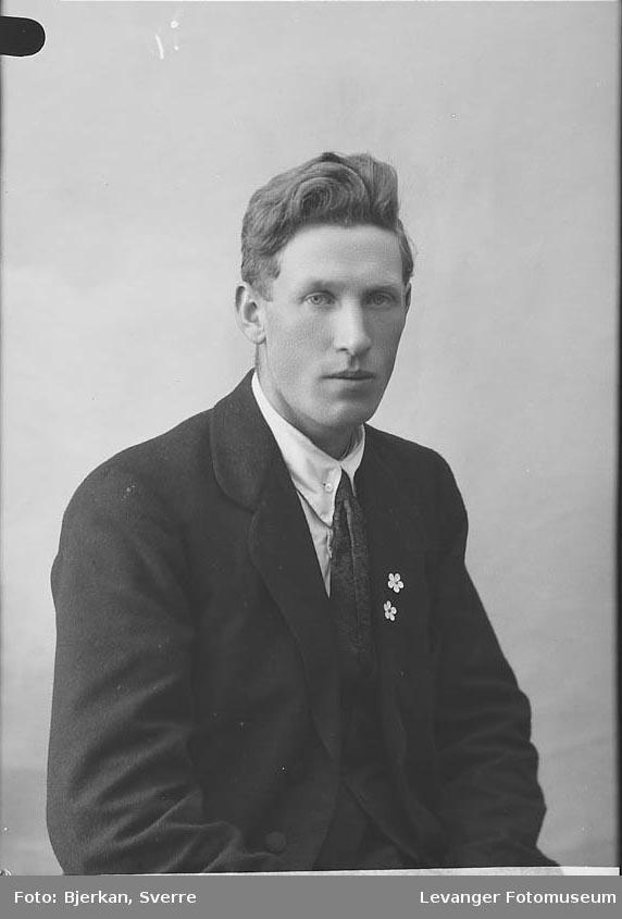 Portrett av Olav Johansen.