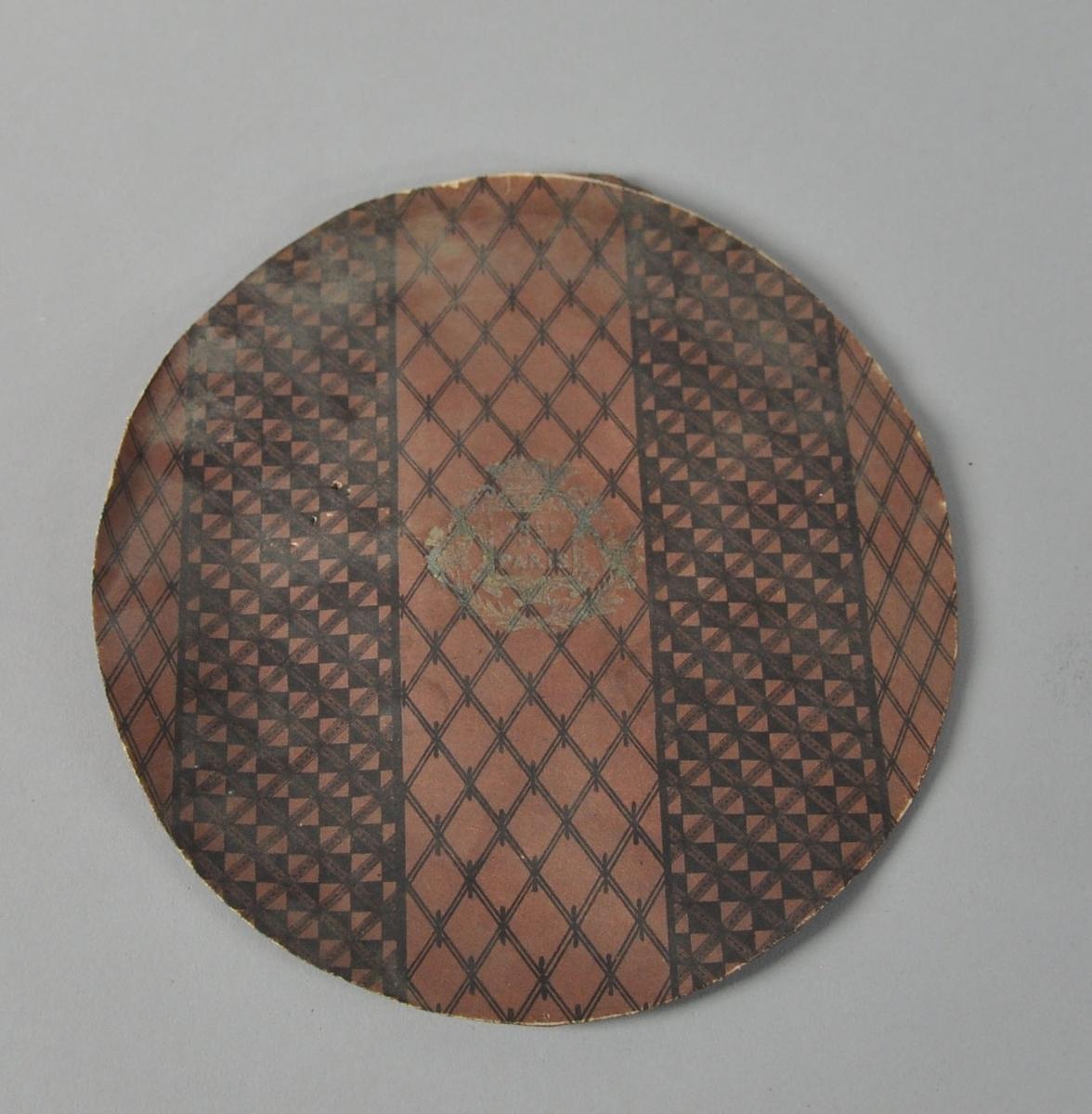 Hattefor av papp, oval form. Til innsiden av pullen.