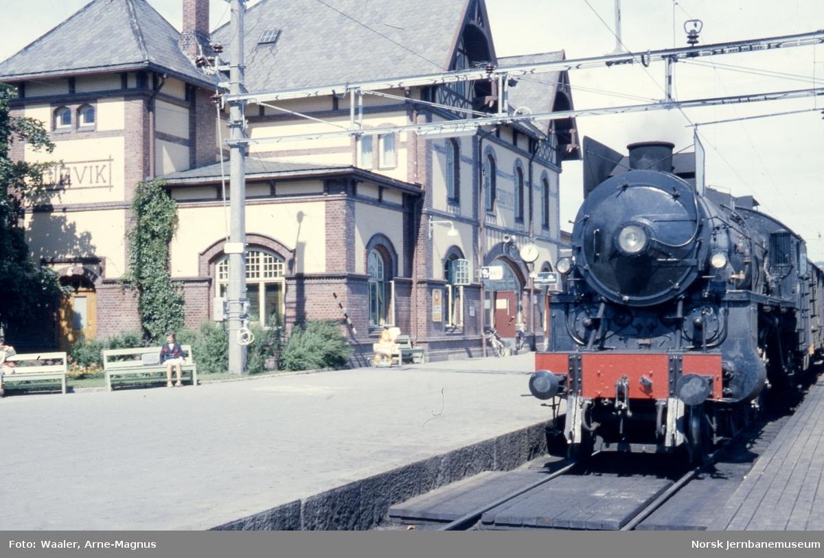 Gjøvik stasjon med damplokomotiv type 31b nr. 448