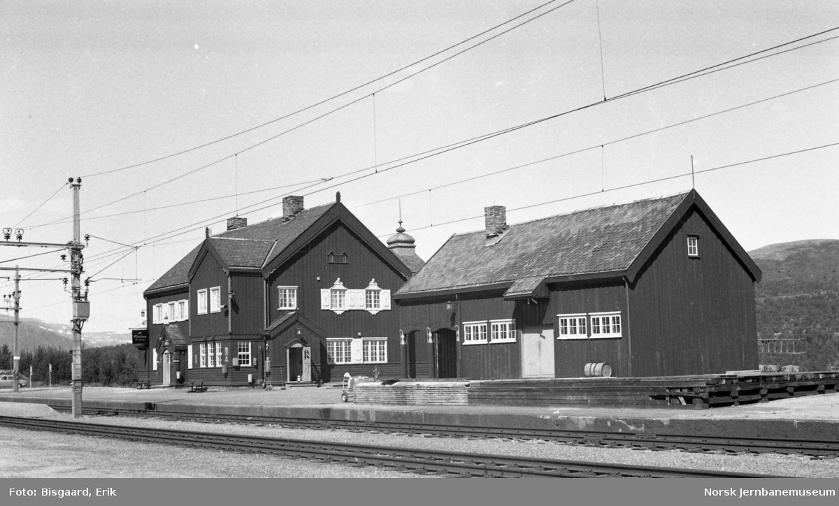 Hjerkinn stasjonsbygning og godshus/uthusbygning