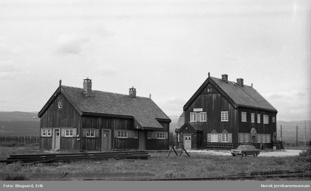 Fokstua stasjonsbygning og godshus/uthusbygning
