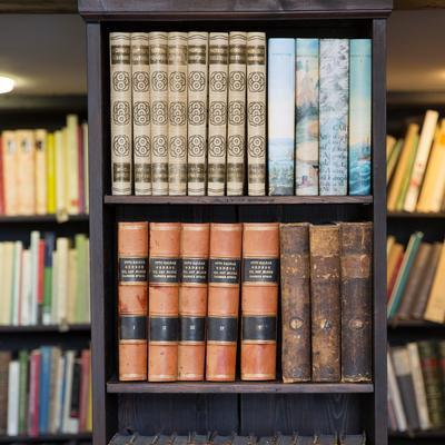 bibliotek_kvadratisk.jpg