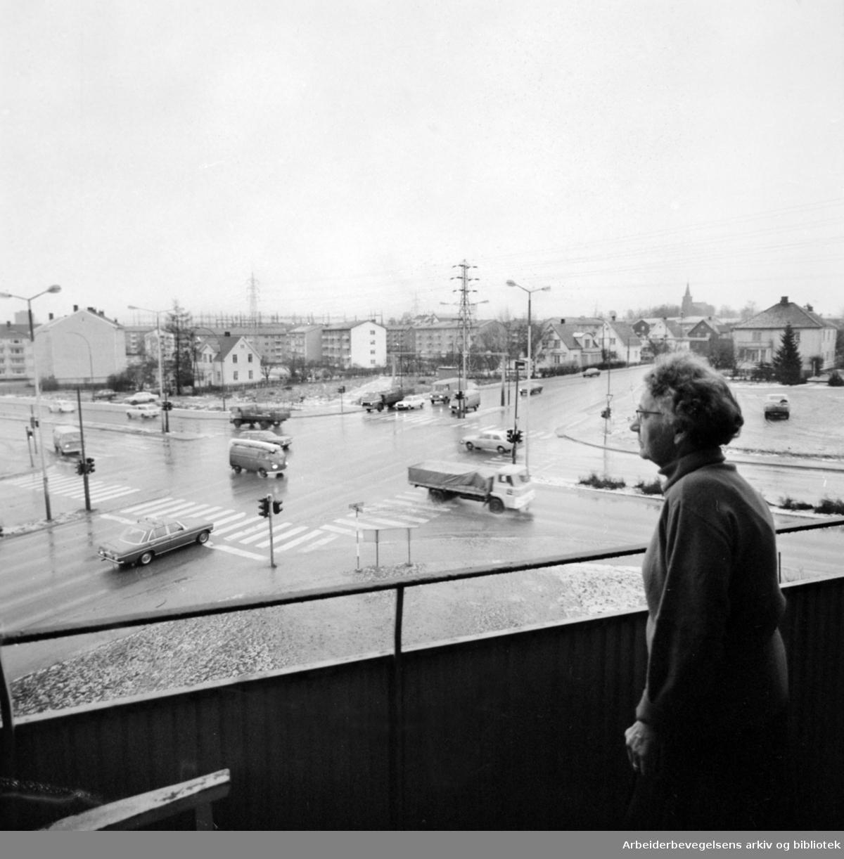 Teisen. Teisengløtt Trygdebolig. Pensjonistene plages av trafikk og eksos. Januar 1975