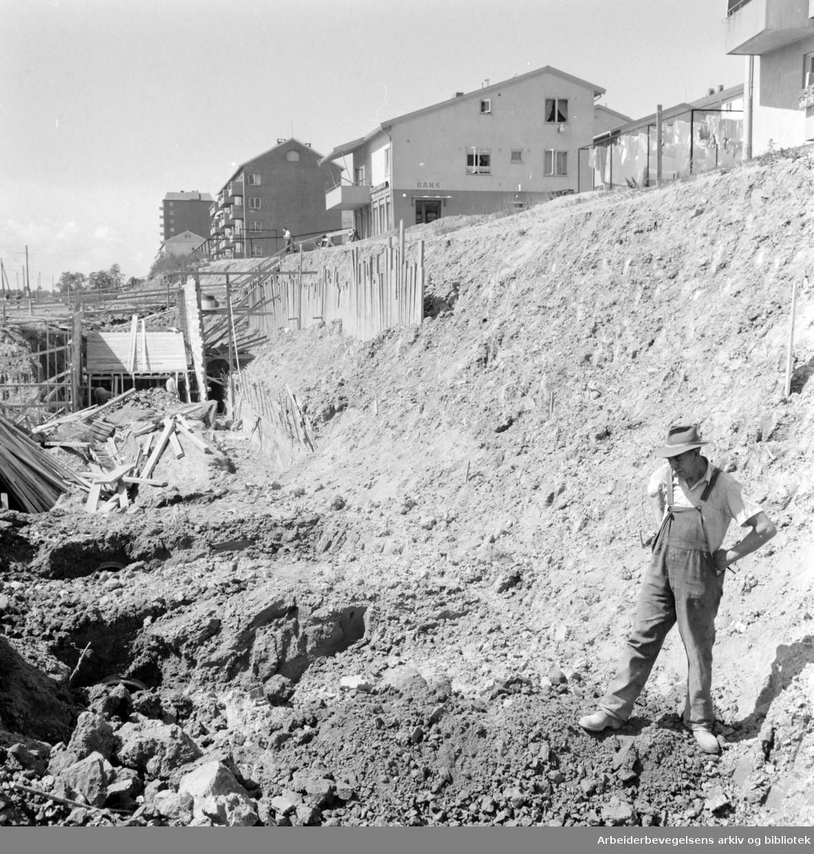 Trondheimsveien: Undergang ved Veitvet. Juni 1960
