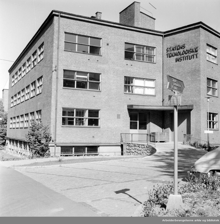 Statens Teknologiske Institutt i Akersveien. Eksteriør. September 1959